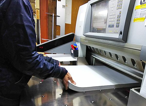 印刷に使う用紙断裁と仕上げ断裁の方法